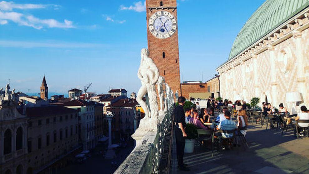 Lo Storico Bar Della Basilica Riapre Tra Le Critiche Gli