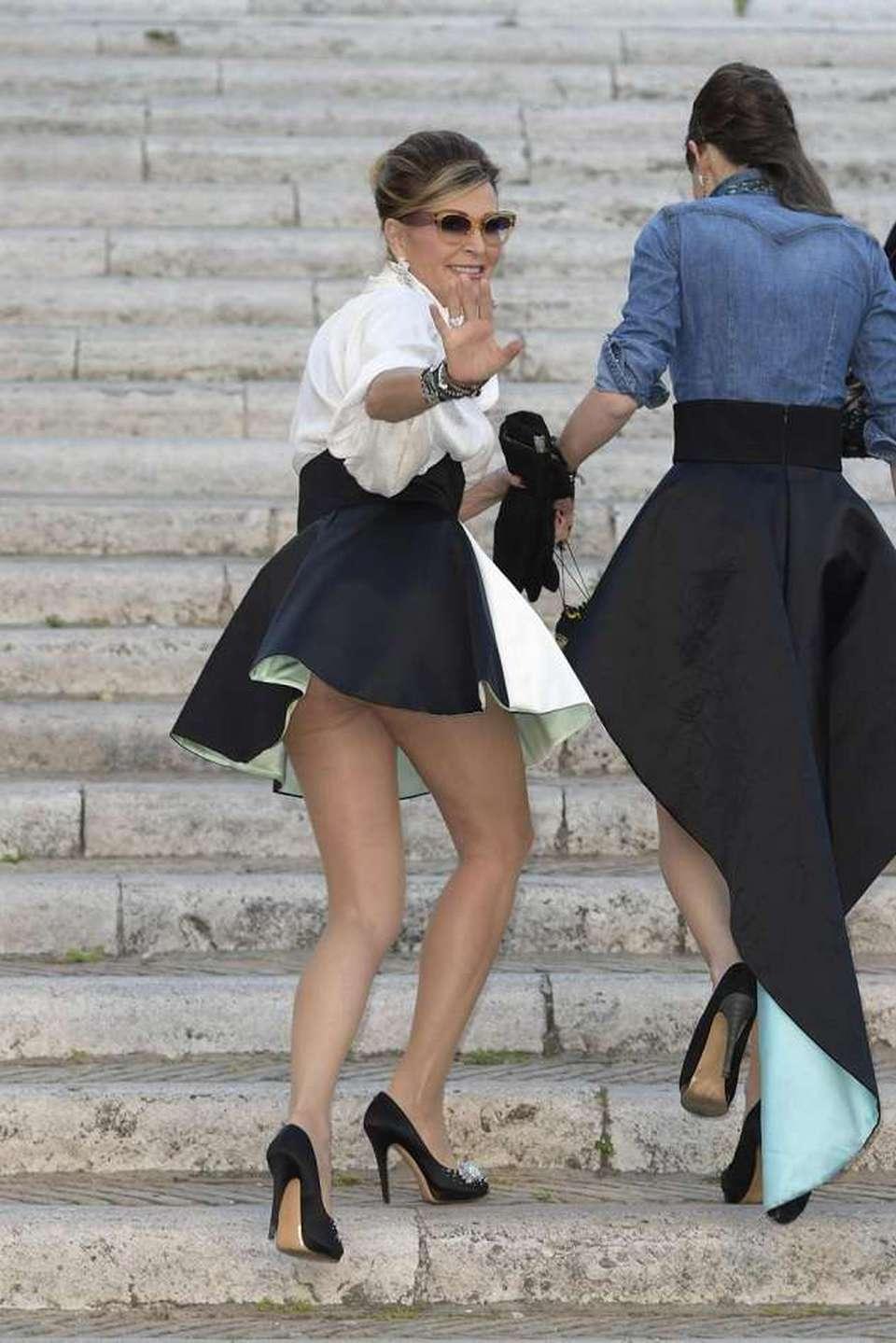 Daniela Santanchè come Marilyn, il vento le alza la gonna