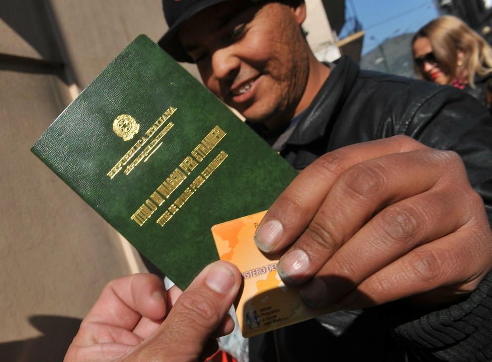 Falsi permessi di soggiorno per immigrati e assistenza Inps ...
