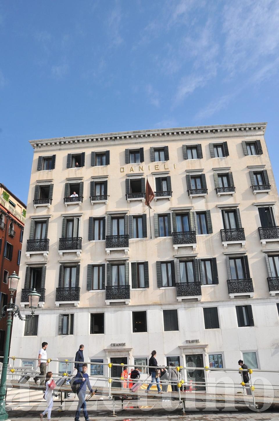Choc A Venezia Turista Suicida Si Butta Dalla Terrazza Del