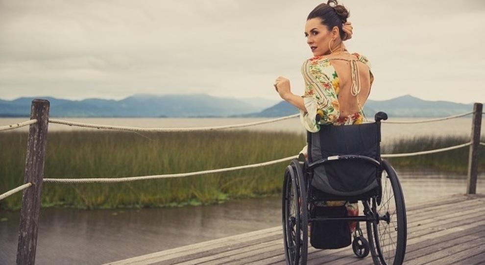 961f55660ca9 Samanta, modella paraplegica: «Vesto donne in carrozzina»
