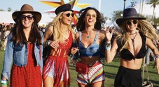 Pizzo e crop top, i trend  dell'estate li detta Coachella