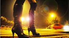 Una prostituta in strada