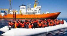 Migranti, appello dell'Aquarius: «Non ci fermeremo, dateci una bandiera»