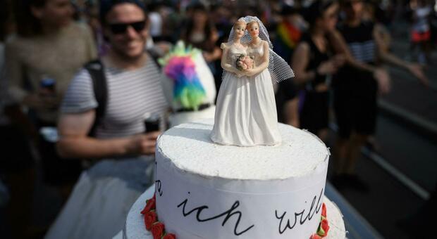 Svizzera, via libera ai matrimoni gay: al referendum 64,10% di sì