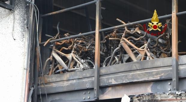 Il negozio di bici a fuoco a Vicenza