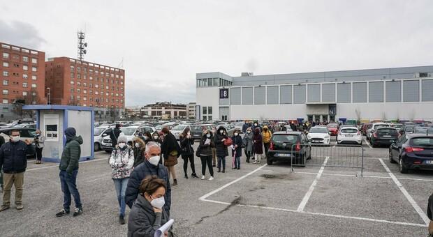 Le lunghe file all'esterno sono scomparse da tempo, il centro vaccinazioni alla Fiera di Padova chiude