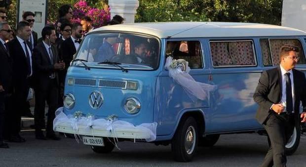 Abate sposa valentina l 39 arrivo nel furgoncino for Borgo ignazio in puglia