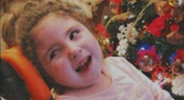 Antonella muore a soli tre anni lasciando la gemellina Angelica