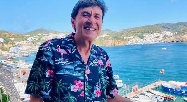 Gianni Morandi in vacanza sfida i fan: indovinate dove sono? Il sindaco risolve il quesito