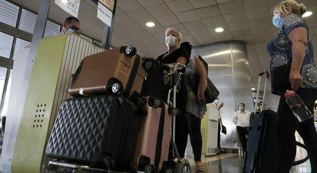 Vacanze, zero controlli su chi rientra dai Paesi ad alto contagio: assenti per gli stranieri in arrivo, severi per gli italiani che partono