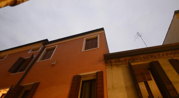 Precipita dalla finestra al 2 piano inciampa e cade nel - La finestra padova ...