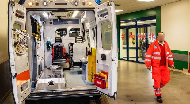 Studente di 13 anni muore nel bagno della scuola dopo attacco epilettico