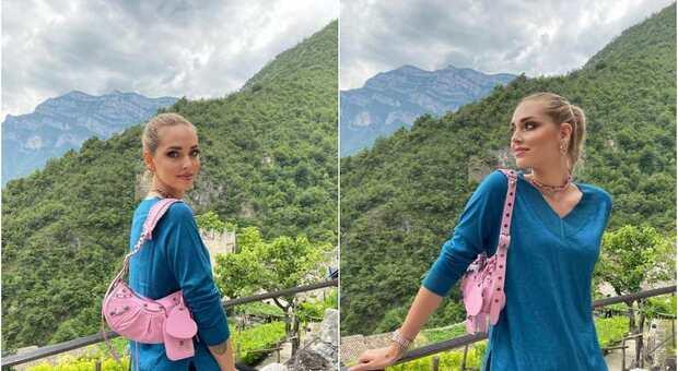 Chiara Ferragni visita il Castello di Avio, ma scoppia la polemica. Gli haters insorgono: «Pubblicità ridicola»