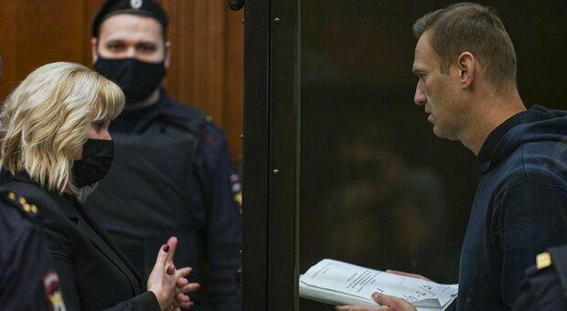 Navalny a processo: l'accusa chiede 3 anni e mezzo. L'attivista: «Sopravvivendo ho offeso Putin»