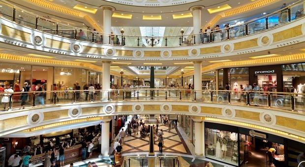 Falso allarme bomba a euroma2 evacuato il centro commerciale for Centro convenienza arredi roma est