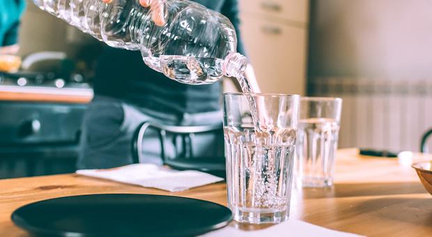 Primavera, tempo di idratazione: preparare in casa acqua aromatizzata con frutta e verdura