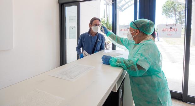 Coronavirus, neonato positivo al Covid ricoverato all'ospedale di Perugia: «Aveva la febbre»