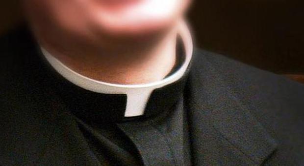 Dieci mamme accusano il parroco: «Ha violentato le nostre bambine»