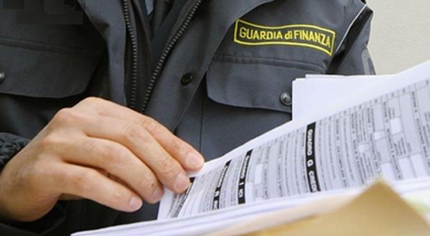 Funzionario dell'Agenzia delle Entrate arrestato per corruzione. Nei guai anche un imprenditore