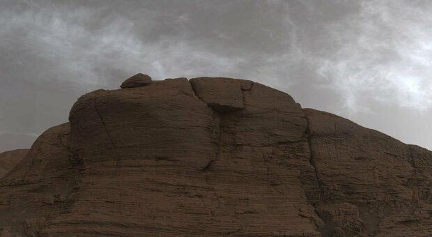 Marte, nuvole misteriose sul Pianeta Rosso: le foto di Curiosity spiazzano gli scienziati