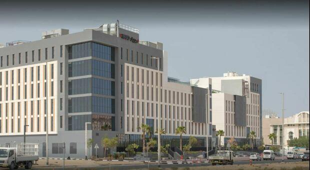Dubai, trecento studenti bloccati in quarantena: «Oltre 100 positivi, ragazzi nel panico»
