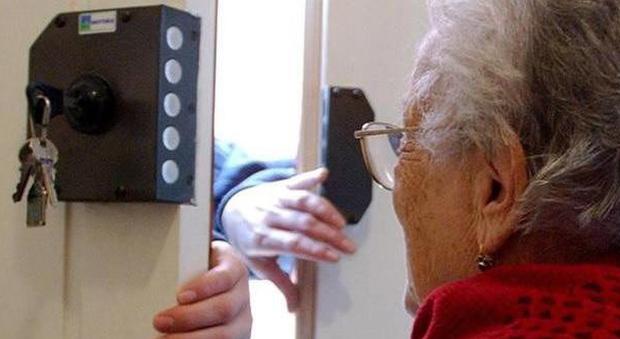 Truffe, colpita una anziana