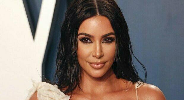 Kim Kardashian, la pista di una statua di Atena «rubata» all'Italia porta alla mega influencer