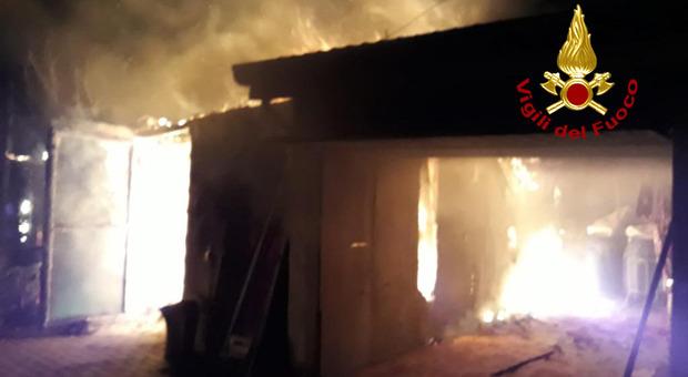 Incendio a Camposampiero: fiamme in un ricovero di attrezzi