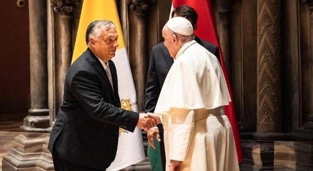 Papa Francesco incontra Orban: «Antisemitismo minaccia europea». Il premier: Non lasciare che l'Ungheria cristiana perisca