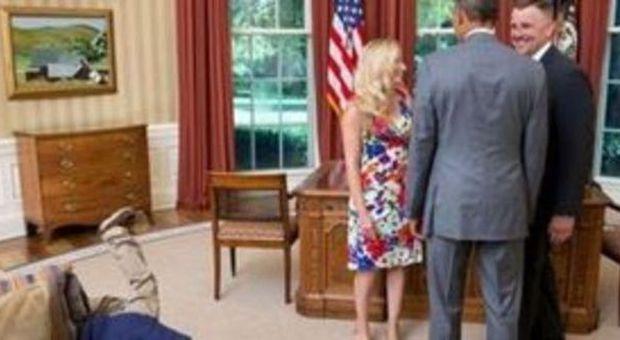 Pap saluta obama nella sala ovale lui si lancia in un - Papa francesco divano ...