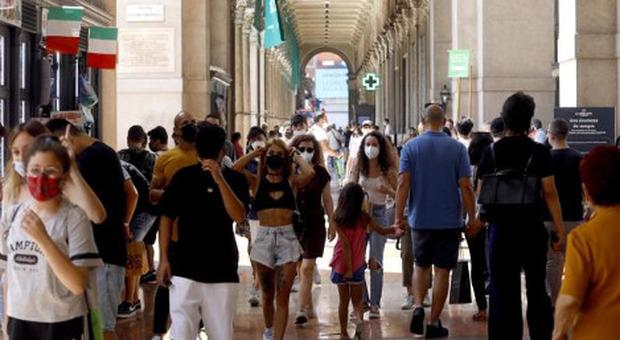 Covid Italia, bollettino oggi 9 luglio 2021: 1.390 casi e 25 morti. Raddoppiato il numero delle vittime