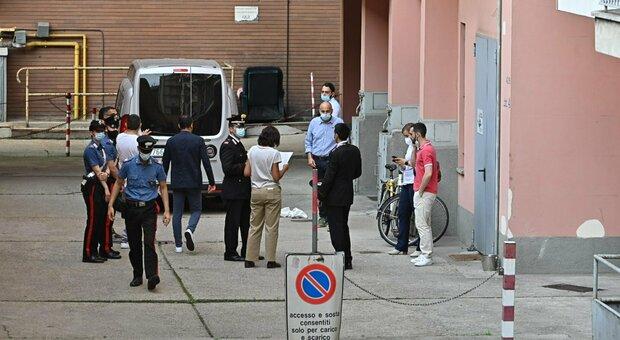 Omicidio di Torino, svolta nelle indagini: nella casa vacanze del fratello avvocato trovati vestiti sporchi di sangue