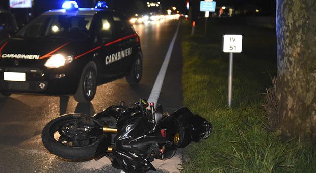 Carabinieri in un incidente con la moto