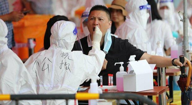 Covid in Cina, la città di Harbin (10 milioni di abitanti) in semi-lockdown per 3 casi. Chiusi bar, cinema e palestre