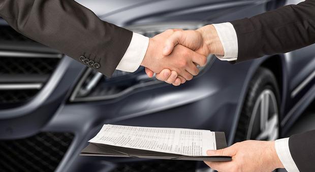 La consegna di un'auto venduta