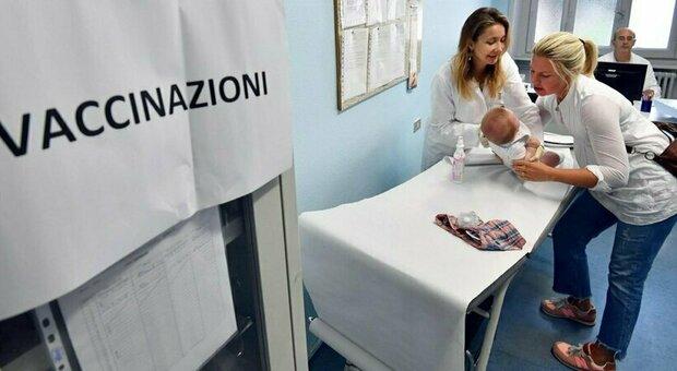 Covid, anche il morbillo fa paura. «Possibile epidemia nel 2021, bimbi hanno saltato i vaccini»