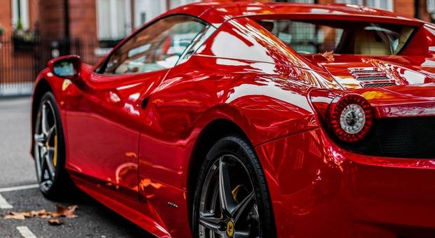 Imprenditore dichiarava 13mila euro ma girava in Ferrari (Foto di Toby Parsons da Pixabay)