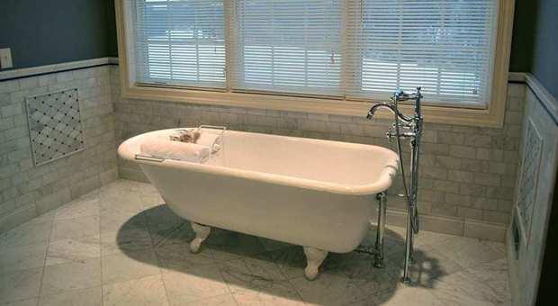 Wc Net Vasca Da Bagno : Blubleu vasche da bagno vasche da bagno edilceramiche di maccanò