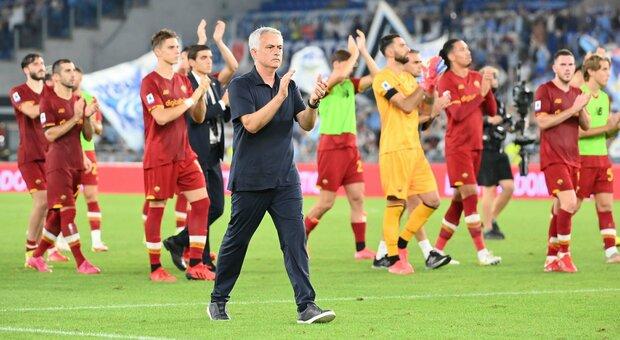 Mourinho, i social applaudono alla sfuriata con gli arbitri: «Ora è un vero romanista»