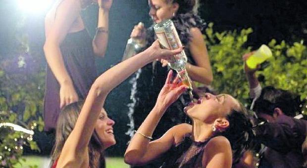 Sara, schiava dell'alcol da quando aveva 14 anni: «10 shottini in fila»