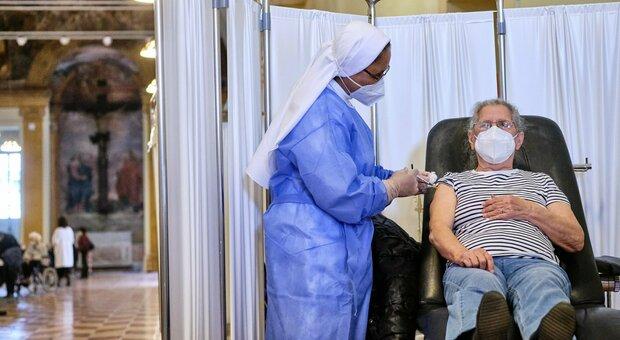 Vaccini Lazio, chi può accedere nella fascia 59-50 anni: codici di esenzione e patologie