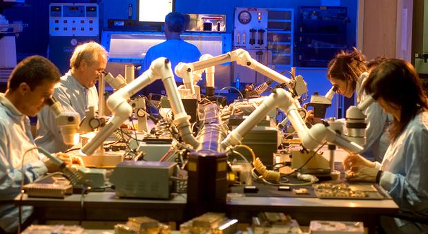 Ricercatori al lavoro nei Leonardo Labs