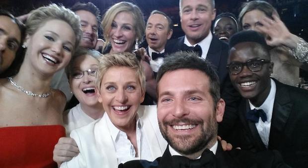 Giornata mondiale del selfie. Ecco gli autoscatti puù famosi di sempre. Nell'ottobre 2016 Bebe Vio, campionessa italiana paralimpica, è riuscita a «strappare» un autoscatto al presidente degli Stati Uniti Barak Obama nel corso di una cena alla Casa