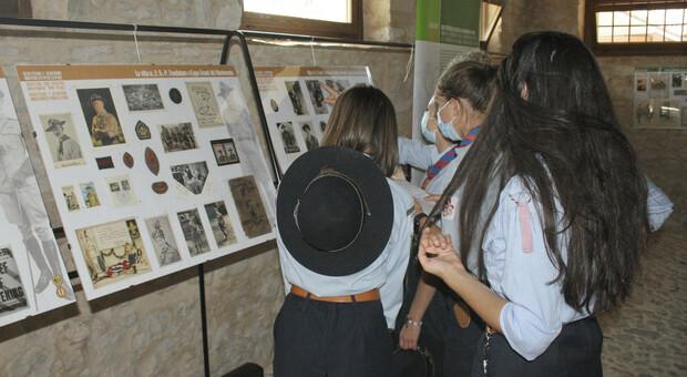 Scout visitano la mostra
