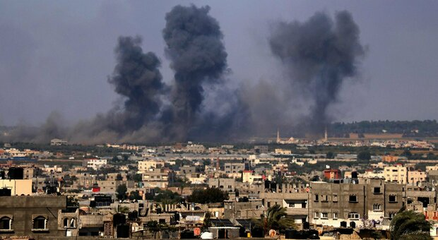 Giovane palestinese ucciso da forze israeliane. Ma si lavora alla tregua, l'Ue: «Serve soluzione a due Stati»