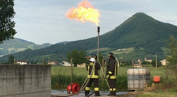 Perdita di gas dal bombolone gpl evacuate case e un 39 azienda - Bombolone gas casa ...