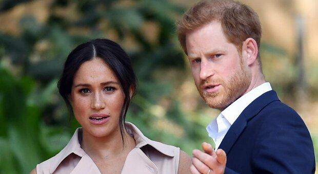 «Harry danneggerà Carlo», la famiglia reale preoccupata per il libro (non 4) del principe
