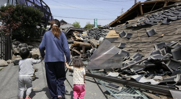 Terremoto in giappone 19 case crollate almeno 9 morti for Giappone case
