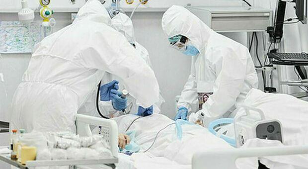 Stati Uniti, No-Vax in ospedale: la moglie lo fotografa e lancia un appello per invitare ad aderire alla campagna vaccinale